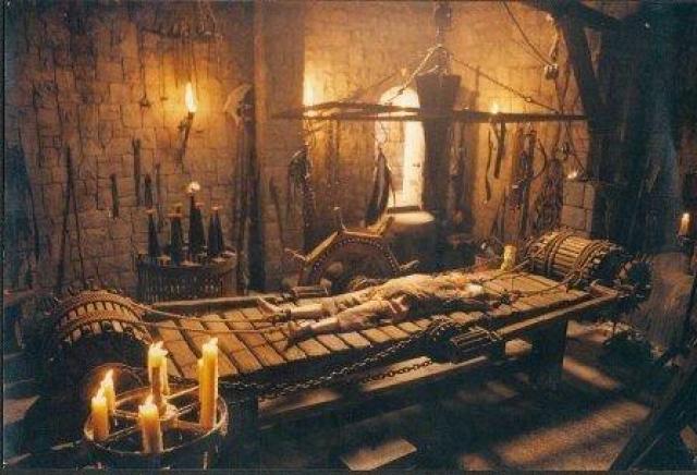 Дыба. Наверное, самая знаменитая машина смерти. Считается, что впервые ее испытали примерно в 300 году н.э. на христианском мученике Винсенте из Сарагосы.