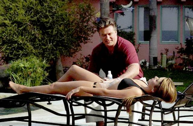 """Там через некоторое время она снялась в фильме """"У Мини это в первый раз"""" вместе с Алеком Болдуином."""