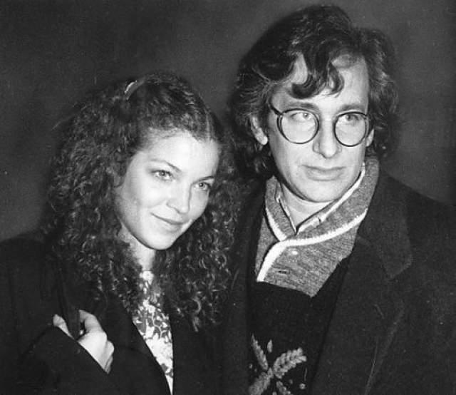 """""""Я не хочу все время быть в его тени, а еще - чтобы меня все запомнили, как подружку Спилберга"""", - сказала в 1979 году возлюбленная режиссера, начинающая актриса Эми Ирвинг, перед тем как порвать со Стивеном после четырехлетнего романа. На фото: Стивен Спилберг и Эми Ирвинг в 1978 году"""