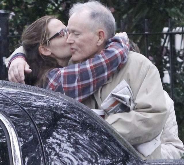 Дженнифер Гарнер прощается с отцом, который приезжал на ее 40-летие.