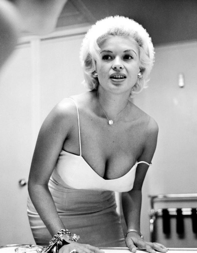 Джейн Мэнсфилд - главный конкурент Мэрилин Монро в битве за звание главного секс-символа 50-х.