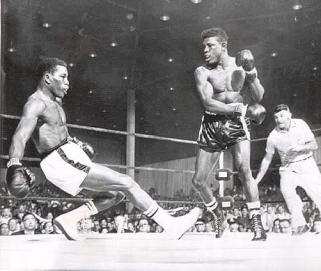 На предматчевом взвешивании Парет обвинил Гриффит в гомосексуализме, чем только накалил страсти. Бойк снова встретились на ринге 24 марта 1962 года. Поединок проходил на знаменитой нью-йоркской арене Madison Square Garden.