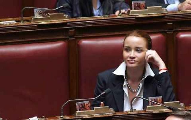 В 2008-м она была выдвинута на пост депутата итальянского парламента от партии Народной свободы и выиграла выборы.