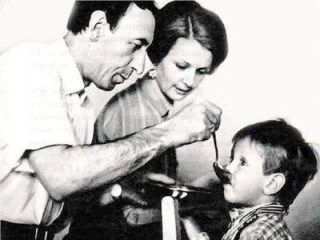 Владимир Басов с сыном Александром и его мамой Валентиной Титовой.