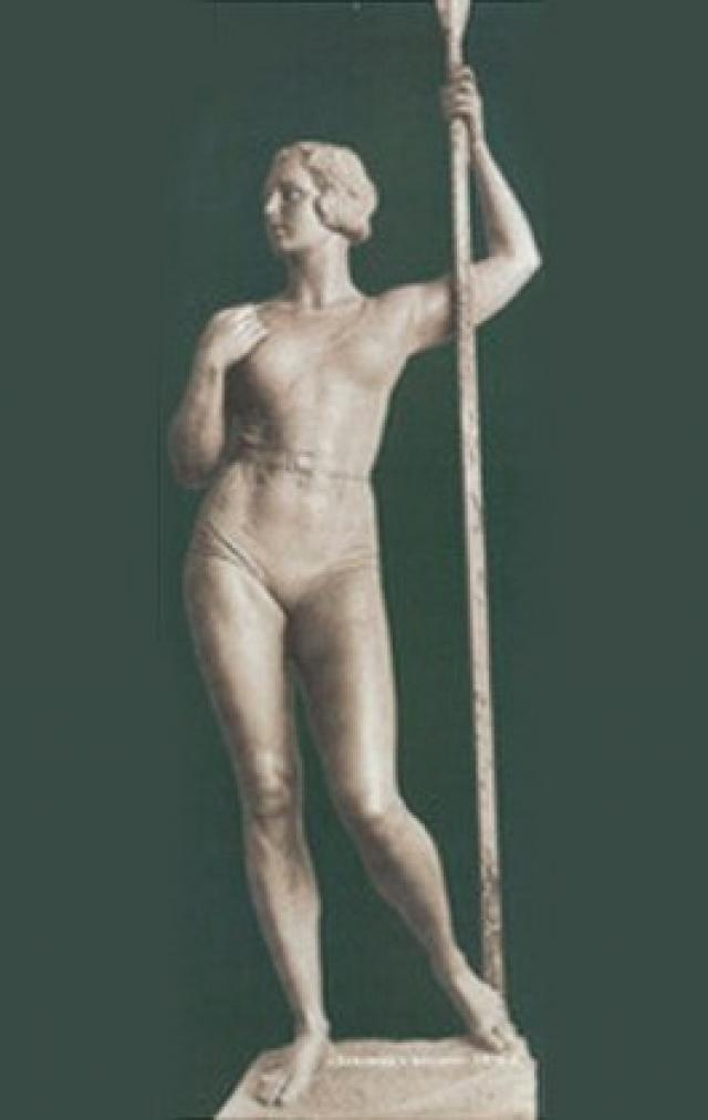К лету 1936 года И. Д. Шадр создал новую увеличенную восьмиметровую скульптуру из тонированного бетона. Скульптор изменил прическу, она стала более вольной и менее сексуальной, убрал мужские мускулы рук, сама фигура девушки стала тоньше и романтичнее.
