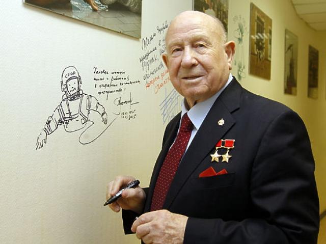"""Вышел на пенсию в 1991 году, проживает в Москве. В настоящее время - советник первого заместителя председателя совета директоров """"Альфа-банка""""."""