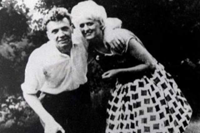 Когда сестра Хинлди и ее муж увидели, как пара убивает подростка, они позвонили в полицию. Преступников приговорили к пожизненному.