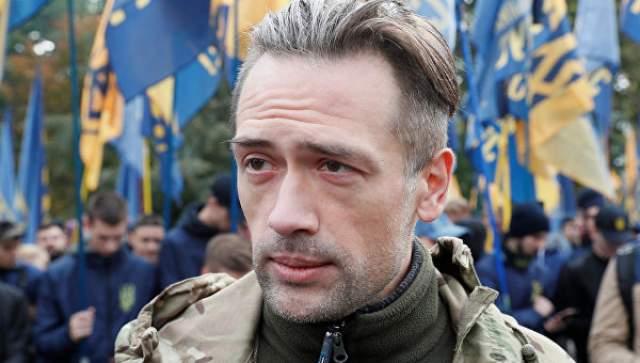Актер, уехавший воевать в Украину, заявил о смене профессии в августе 2017 года, а о смене его ПМЖ стало известно язе в 2014 году. При этом Пашинин регулярно делает антироссийские высказывания в интервью.