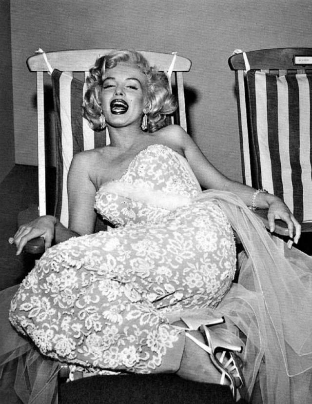 4 августа 1962 года актриса Мэрилин Монро была найдена мертвой в своем доме. Экспертиза показала, что причиной смерти стала передозировка барбитуратами.