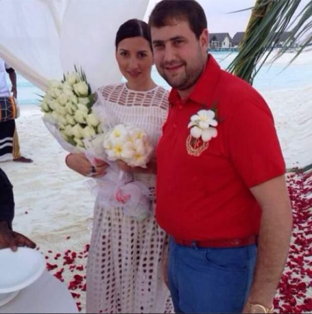 В минувшем году пресса сообщила, что Жасмин уезжает в Молдавию, на родину ее нового мужа Илана Шора, которому Сара уже родила сына и дочь. Также у нее есть сын от Семендяева.