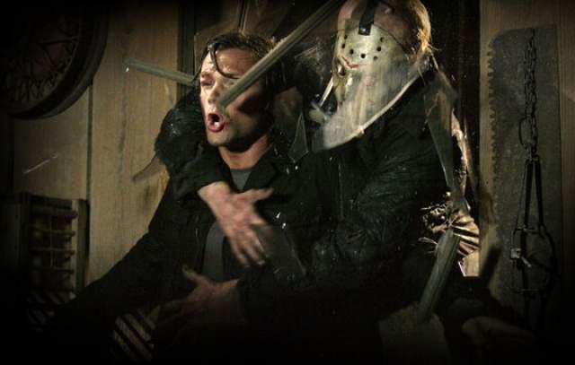 """Джейсон -""""Пятница 13"""" Авторы взяли за основу сюжета события первых четырех фильмов классического сериала. Также была изменена концепция основного персонажа, Джейсона Вурхиза, который стал более подвижным и приворотным."""