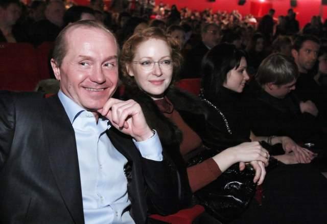 """""""Одно время мы думали, что за Наташей Гена Русин ухаживает – бывший директор Андрея. Он человек хороший – всегда и во всем ей помогал, поэтому мы были не против, если бы они сошлись. Потом оказалось, что Наташа и Гена просто дружат, к тому же у него есть жена"""", - рассказал отец актера."""