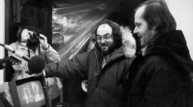 48. Уллман смеется и выходит из больницы, а камера плавно переходит к последнему кадру с фотографией. Стенли Кубрик сократил концовку спустя неделю после выхода фильма на экраны.