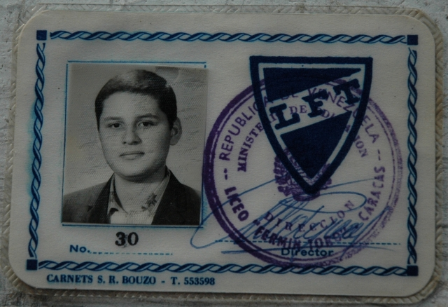 В 1962 Хосе Рамирес отправил Ильича в располагавшуюся в Каракасе школу Fermin Toro Lycée, известную своими крайне левыми взглядами.