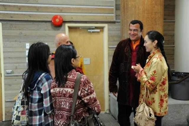 Актер, его супруга и их сын Кунзан наслаждаются семейной идиллией.