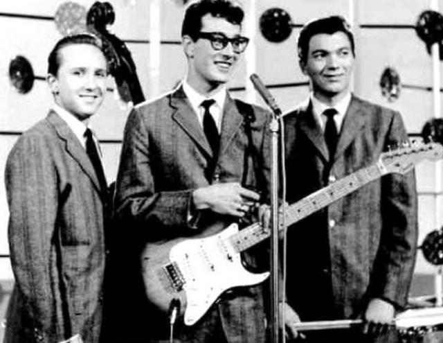 2 февраля 1959 группа Бадди Холли играла в Клир-Лейк в Айове.