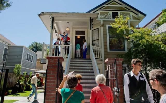 В 1972 году миссис Пуэнте открыла пансионат в Сакраменто, Калифорния, на 1426 F Street. Сдавала комнаты пожилым людям по сходной цене. Периодически постояльцы умирали, но никто не удивлялся: все-таки люди пожилые.