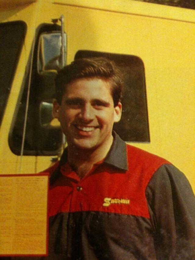 Стив Карелл работал почтальоном, разнося утренние газеты.