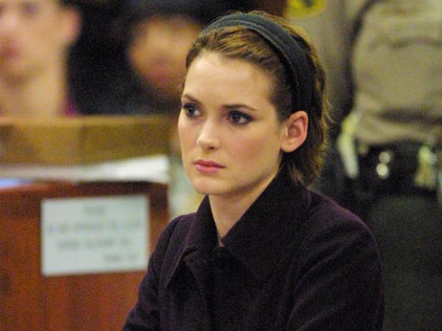 Вайнона Райдер. В 2001 году Райдер попала на запись с камеры наблюдения с поличным, во время того как она крала роскошные товары в супермаркете Скас Пятое Авеню в Беверли-Хиллз на сумму в тысячи долларов.