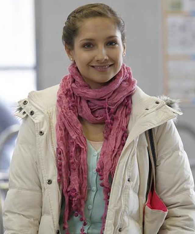 """Мария не только дублирует речь героев иностранных фильмов, но и исполняет вокальные партии песен, а еще успевает играть роль Ассоль в спектакле """"Алые паруса"""". Кроме этого, девушка снимается в сериале """"Молодежка""""."""