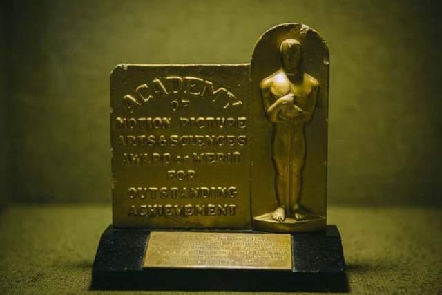 """Фильм был удостоен премии """"Оскар"""" в номинации """"Лучший документальный фильм"""" в 1943 году."""