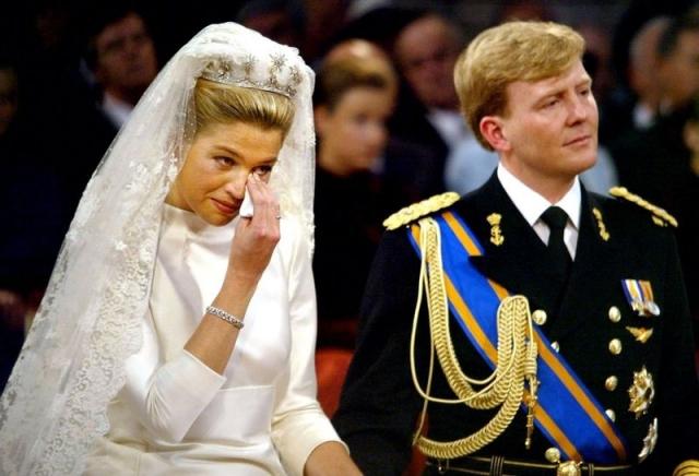 В числе самых известных приглашенных на свадьбу британский принц Чарльз, генеральный секретарь ООН Кофи Аннан и президент ЮАР Нельсон Мандела.