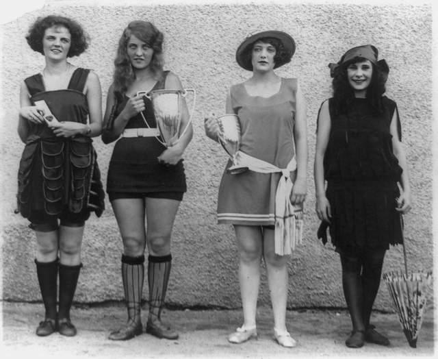 Анна Нибель, Мисс пляж - 1922. Именно так выглядели модные купальники в прошлом веке.