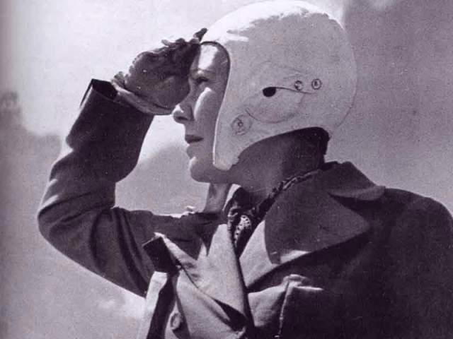 """За 28 лет Сабиха облетела весь мир и написала книгу """"Жизнь по пути Ататюрка"""", изданную в 1981 году турецкой Аэронавигационной ассоциацией, к 100-летию со дня рождения Ататюрка."""