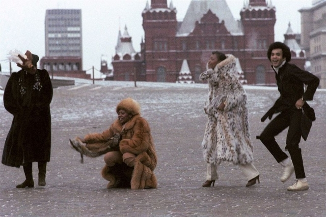 Бони-М , 1978. Лиз Митчелл Мэйзи Уильямс, Бобби Фаррелл и Марсия Баррет на прогулке по Красной площади.