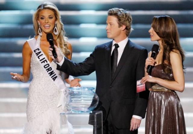 """Кэрри Приджин лишилась титула """"Мисс Калифорния"""" после публичного """"гомофобного"""" высказывания. """"Мы живем в стране, где вы можете выбрать между однополым и разнополым браком..."""