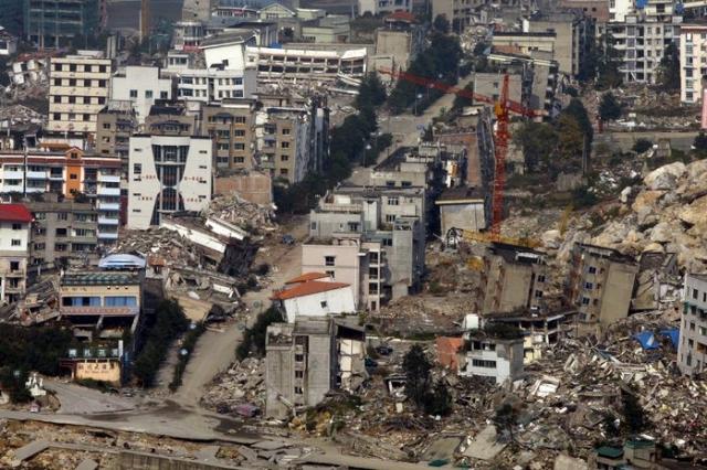 Согласно официальной статистике, в результате удара погибли или пропали без вести 87 тысяч 150 человек, 374 тысячи получили ранения, миллионы людей остались без крыши над головой.