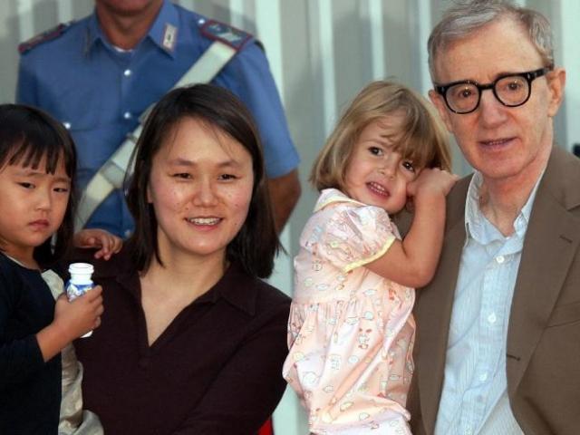 В 1997 году Аллен женился на Сун-И, заявив, что наконец-то нашел настоящую любовь. Пара растит двух приемных детей.
