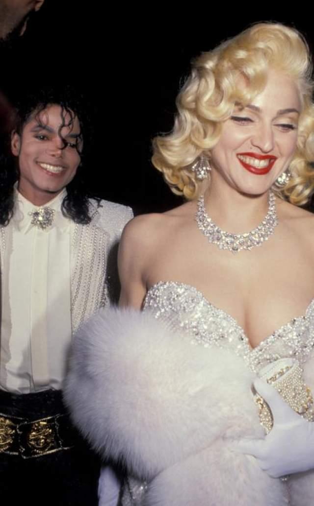 """Эта """"странная парочка"""" (как тогда называли пару Мадонны и Майкла Джексона ) действительно наделали шуму своим появлением на 63-й Церемонии присуждения премий Киноакадемии в Лос-Анджелесе. Инициатором этого пиар-хода была сама Мадонна."""