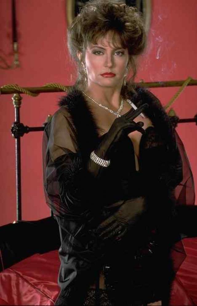 """Эшлин Гир. В отличие от множества других актрис Эшлин Гир сначала стала """"обычной"""" актрисой и лишь только затем переключилась на порно."""