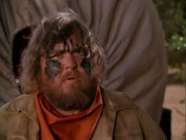 """""""Караван на восток"""" (1994) Во время съемок комедии """"Караван на восток"""" в Мексике умер Джон Кэнди. Актер ножиданно скончался во сне, в возрасте 43 лет."""