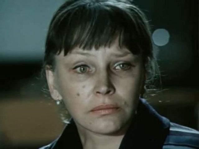 Смерть супруга, Всеволода Сафонова, в 1992 году еще больше подкосила Эльзу Ивановну. Она замкнулась в себе и редко выходила из своей московской квартиры.