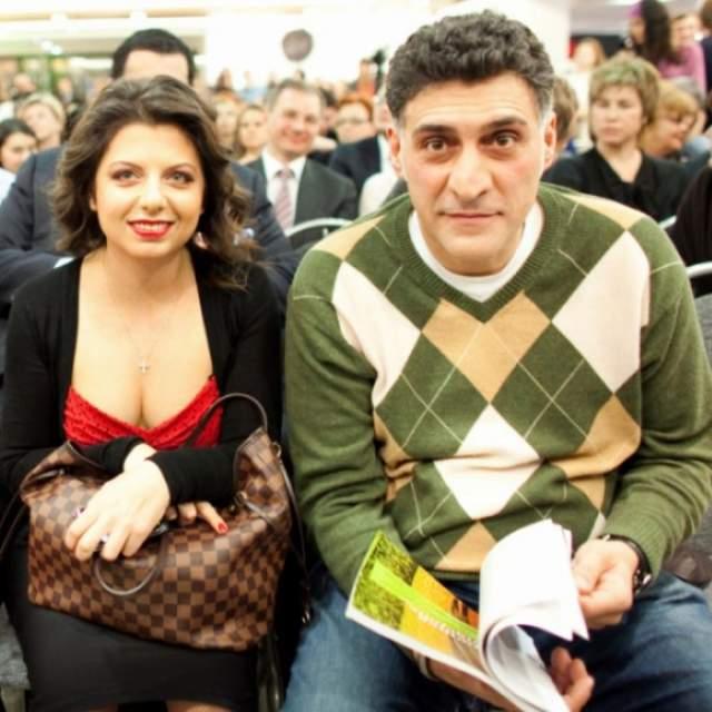 Несколько лет Кеосаян скрывал отношения с главным редактором телеканала Russia Today Маргаритой Симоньян, будучи супругом актрисы Алены Хмельницкой.