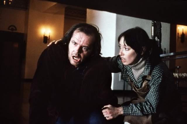 47. Уллман приезжает в больницу и сообщает, что им не удалось обнаружить тело Джека. Перед уходом из больницы Уллман бросает Дэнни теннисный мячик- тот самый, который прикатился к Дэнни, когда она играл в коридорах гостиницы.