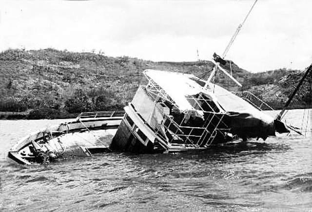 """Оклендский ученый Дэвид Райт недавно завял, что разгадал тайну загадочного исчезновения """"MV Joyita"""". По его словам, судно начало тонуть из-за проржавевших труб, чему имеются исчерпывающие доказательства. Полагая, что они послали сигнал бедствия (на самом деле его никто так и не получил), капитан и члены экипажа покинули корабль, идущий ко дну, на спасательных шлюпках."""