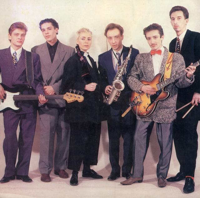 """К концу 1987 года популярность """"Браво"""" начала спадать, и в 1988 Агузарова покинула группу, занявшись сольной карьерой. В 1989 году Жанна выступила с новыми песнями в программе """"Музыкальный ринг""""."""
