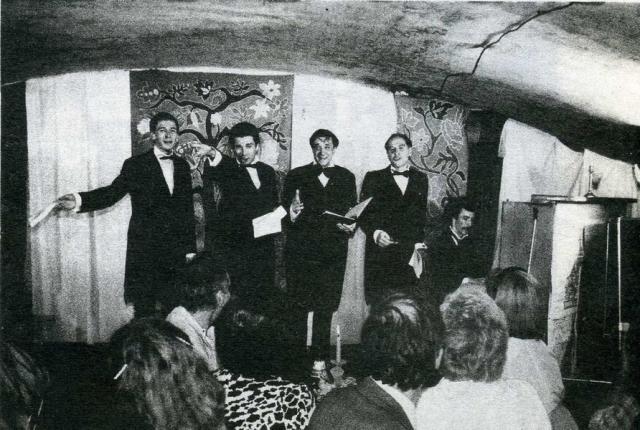 """Заведение было почти нищенским, у хозяев денег практически не было. Поэтов и артистов внутрь пускали бесплатно, а вот """"фармацевтов"""" - богатых людей со стороны - за плату в 25 рублей."""