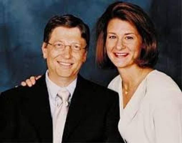 """Билл Гейтс Личная жизнь предпринимателя связана с одной женщиной. В 1987 году в Нью-Йорке на рабочем совещании Билл Гейтс познакомился с сотрудницей """"Майкрософт"""" Мелиндой Френч."""