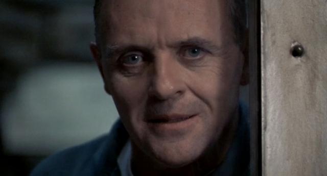 Роль маньяка Ганнибала Лектера мастерски исполнил Энтони Хопкинс , который к реализации своего персонажа подошел очень тщательно: он изучал досье многих известных убийц, бывал в тюрьмах, где они содержались, а также посещал громкие судебные процессы.