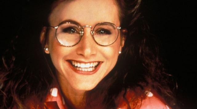 """Гэбриэлль Картерис. Актрисе, в трех первых сезонах культового молодежного сериала 1990-х """"Беверли-Хиллз 90210"""" игравшей роль 16-летней """"ботанши"""" Андреи Цукерман, было 29."""