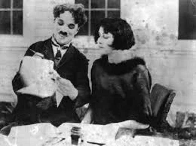 Чарли Чаплин - сын Норман Спенсер Чаплин, 3 дня. Женившись впервые на 16-летней актрисе Милдред Харрис, которая была уже беременна, знаменитый актер немого кино не познал счастья. 7 июля 1919 года на свет появился сын, но прожил он лишь три дня.