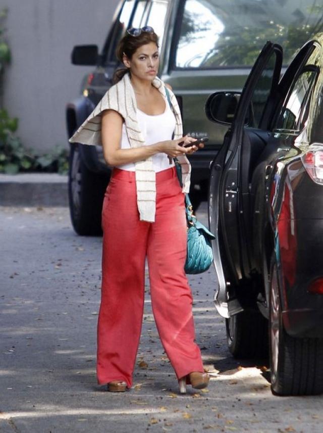 В 2008 году представитель актрисы заявил, что Ева отправляется в знаменитый центр Cirque Lodge, где в течение некоторого времени будет справляться с зависимостью от неких психотропных препаратов, которые она в то время употребляла.