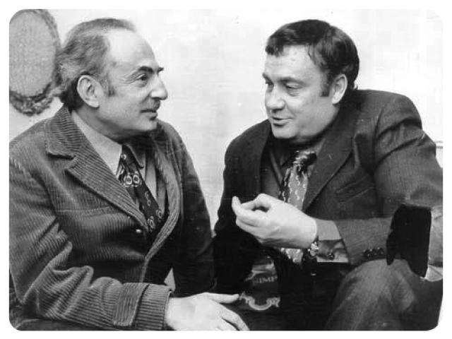 """В 1971 году Эльдар Рязанов вместе со своим постоянным соавтором Эмилем Брагинским написал пьесу """"Сослуживцы"""" - как первую часть дилогии, второй частью которой стали """"Родственники""""."""