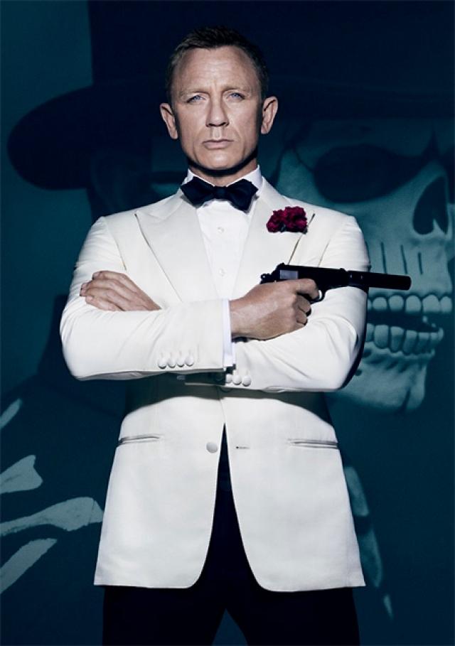 """С """"Казино """"Ройаль"""" (Casino Royale) в 2006 году ярко всходит звезда Дэниела Крейг а, который по началу вызвал целую волну недовольства поклонников саги."""