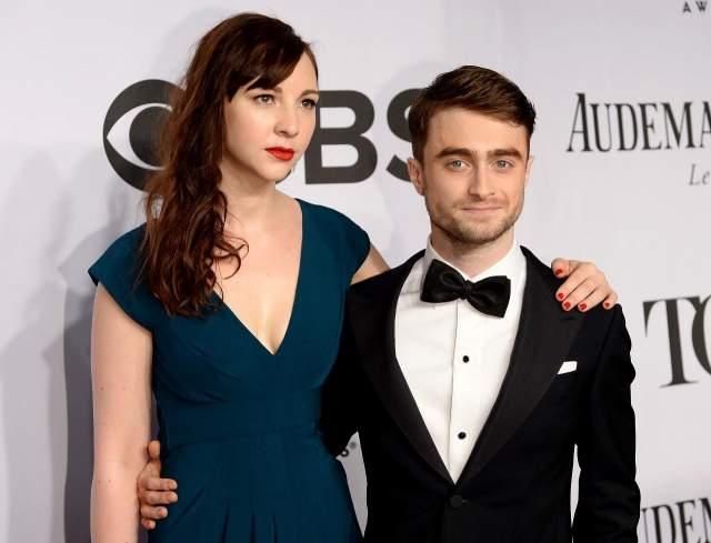 Последние пять лет он состоит в отношениях с актрисой Эрин Дарк, слухи о скорой свадьбе с которой ходят с 2017 года. Каждый раз Рэдклифф говорит, что теперь уж точно женится, но все время откладывает праздник.