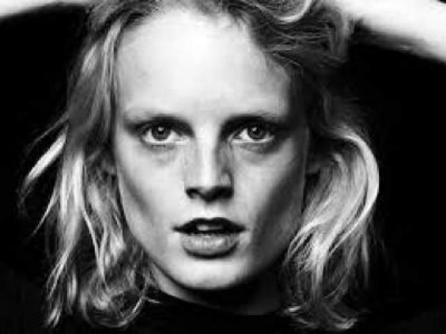 Ханна Габи Одиль (31) Если размер носа или губ легко изменить с помощью пластических хирургов, то вот с формой головы все сложнее. У Ханны большая голова, а губы, нос и глаза в самом центре лица.
